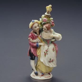 展示作品のご紹介:踊る男女像香水瓶