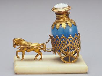 展示作品のご紹介:馬車形香水瓶
