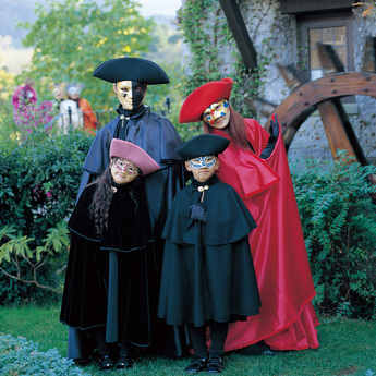 「ヴェネチア仮面祭」 あなたも仮面をつけてみませんか?
