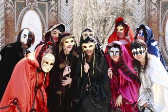 ヴェネチア仮面祭 あなたも仮面をつけてみませんか?