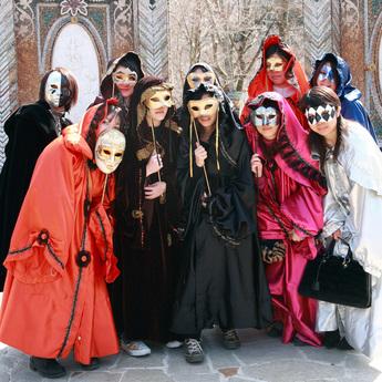 箱根ガラスの森美術館「ヴェネチア仮面祭」開催中