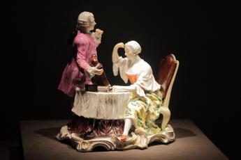 展示作品のご紹介:化粧シーン陶彫像