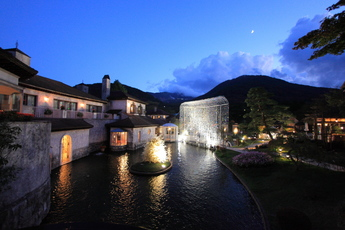 箱根ガラスの森美術館が贈るクリスマス「ディナーと音楽の夕べ」