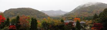 中央が大涌谷、左が小塚山、右が台ヶ岳