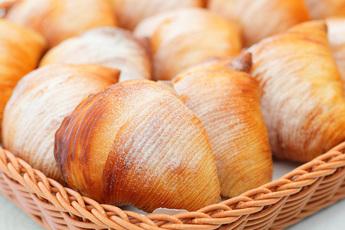 ナポリの伝統菓子「スフォリアテッラ」