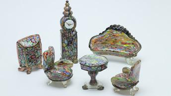 「モザイク美の世界」展示作品のご紹介:ミルフィオリ・グラス・ミニチュア家具