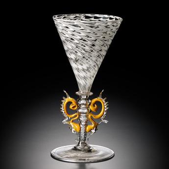 収蔵作品のご紹介:装飾脚矢絣文ワイングラス