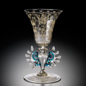 展示作品のご紹介:ダイヤモンド・ポイント彫り草花文ワイングラス