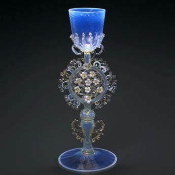 収蔵作品のご紹介:花装飾脚オパールセント・グラス・ゴブレット