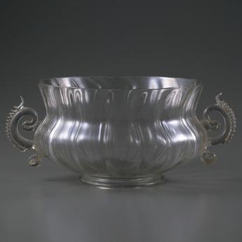 収蔵作品のご紹介:装飾双耳モール鉢