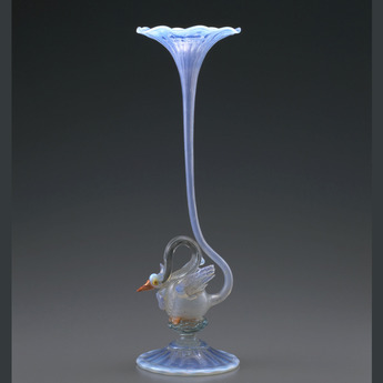 収蔵作品のご紹介:白鳥装飾花形花器
