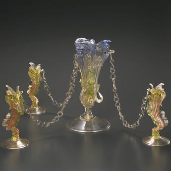 収蔵作品のご紹介:鎖付ドルフィン形花器