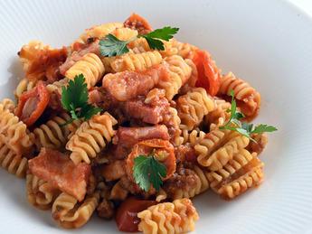 カフェ・レストラン秋の新メニュー「イベリコ豚のトマトソースパスタ」