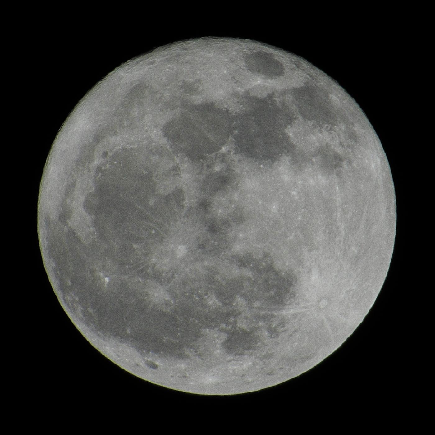 満月 今夜の箱根は空気が澄んでいて満月が綺麗に見えました。 【インフォメーショ...  箱根ガラ