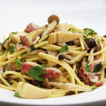 秋のおすすめメニュー「5種きのこスパゲティ」