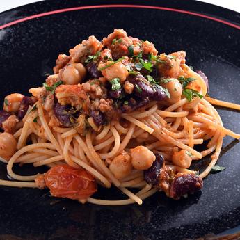 イベリコ豚と3種豆のラグースパゲッティ