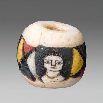 展示作品のご紹介:首飾女性文白色丸玉