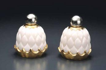 展示作品のご紹介:アーティチョーク形香水瓶