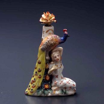 展示作品のご紹介:少女と孔雀像香水瓶